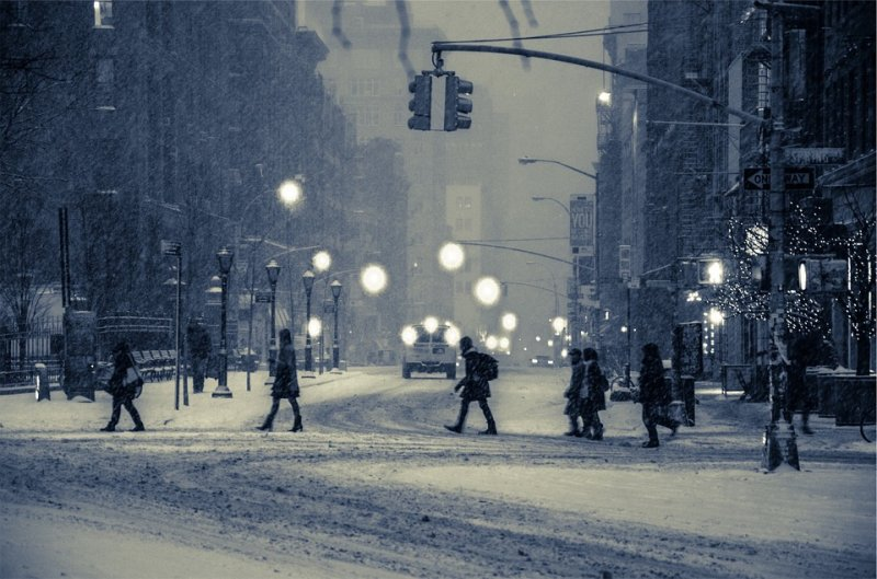 snow-city-with-pedestrians