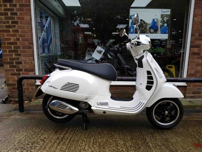 Image of Vespa GTS 300 Super ABS